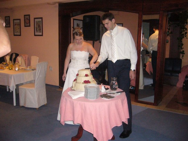 Katka{{_AND_}}Vladko - jezis, ale to ide tazko...a ta torta vazila asi 9 kil... :)