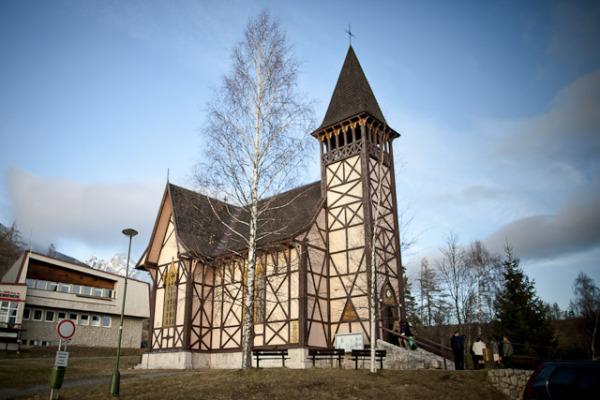 Dara{{_AND_}}Petko - A tu vidiet nase pocasicko :) v kostole 0 stupnov a von minus 8 :)