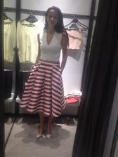 Oh dievcata mam najkrajsiu popolnocnu suknu strasne sa z nej tesim 💋😍