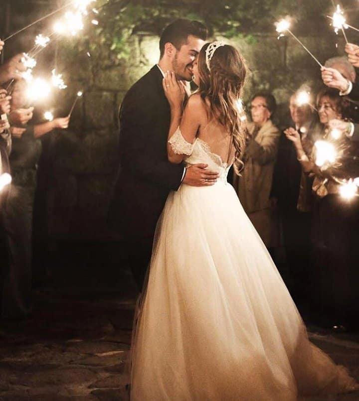 Svadobné inšpirácie - Predstava svadobného tanca :) Hudba, prskavky a on <3 - zdroj: instagram