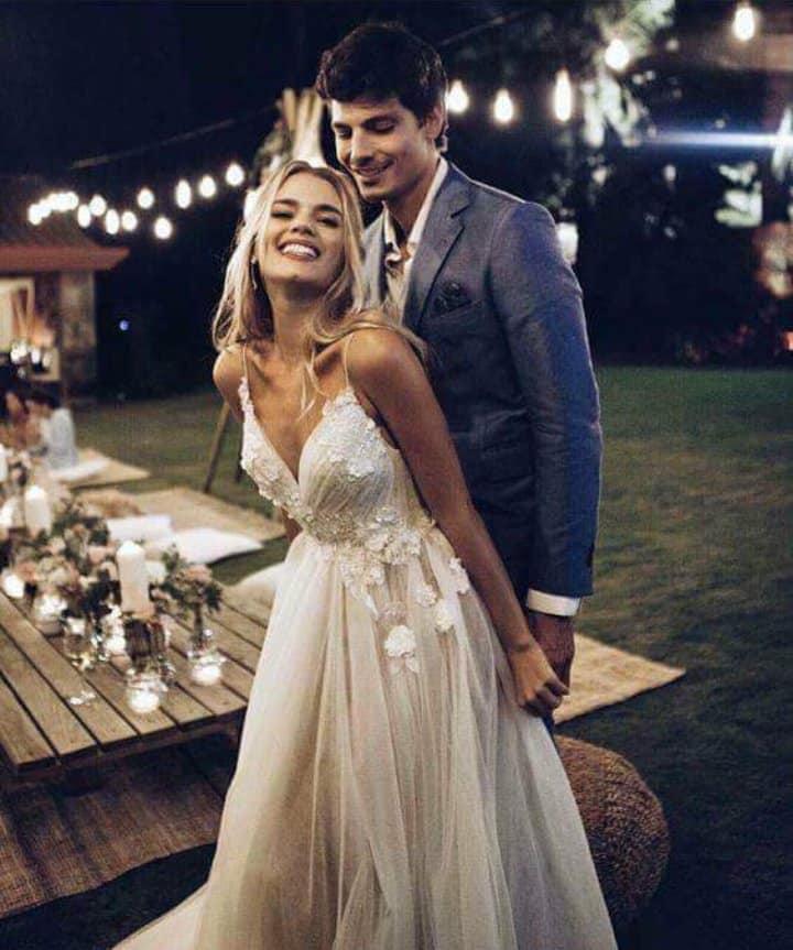 Svadobné inšpirácie - Tie šaty, tá výzdoba, tie svetielka :) waw <3 krása - zdroj: instagram