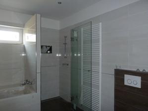 už máme aj dvere na sprchovom kúte