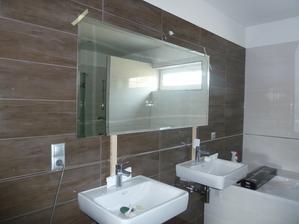 síce nie vložené zrkadlo, ale nalepené.. tak zas niekedy plan nevyjde :)