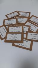 Jmenovky hotové, budou na dřevěném stojánku :)
