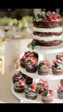 Náš dort... jen místo cupcaků budou minidortíky :)