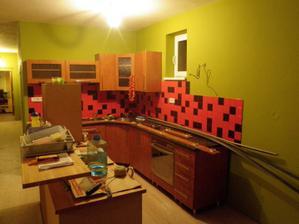 kuchyna predtym...jaj tie kachlicky ma tyrali....