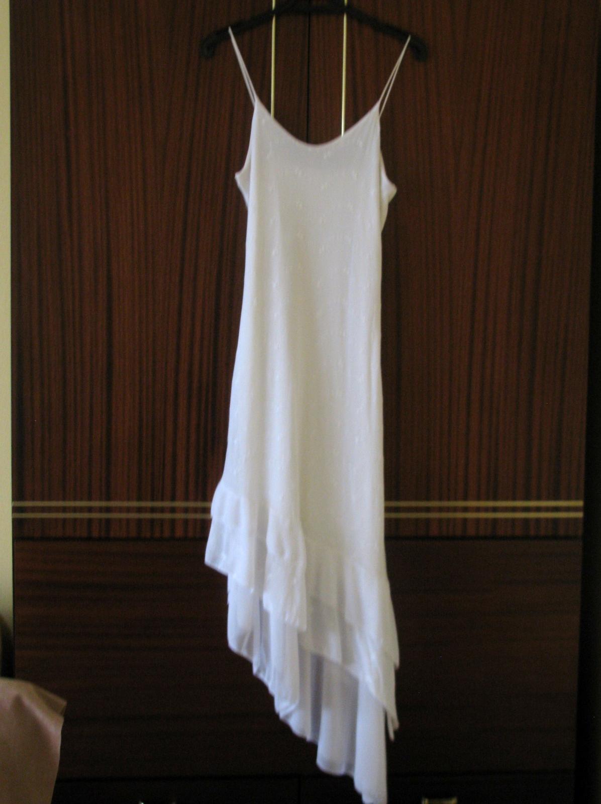 Sněhově bílé šaty  - Obrázek č. 1