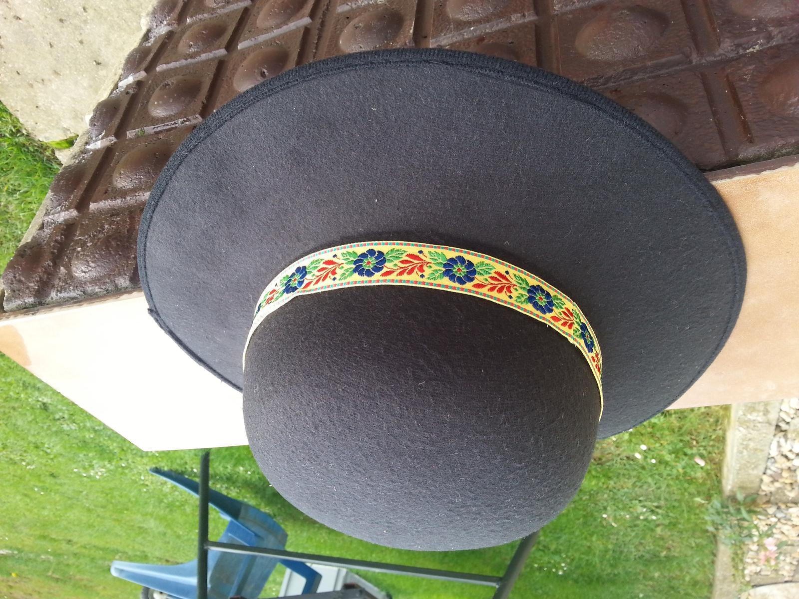 Svadobný čepiec A klobúk - Obrázok č. 4