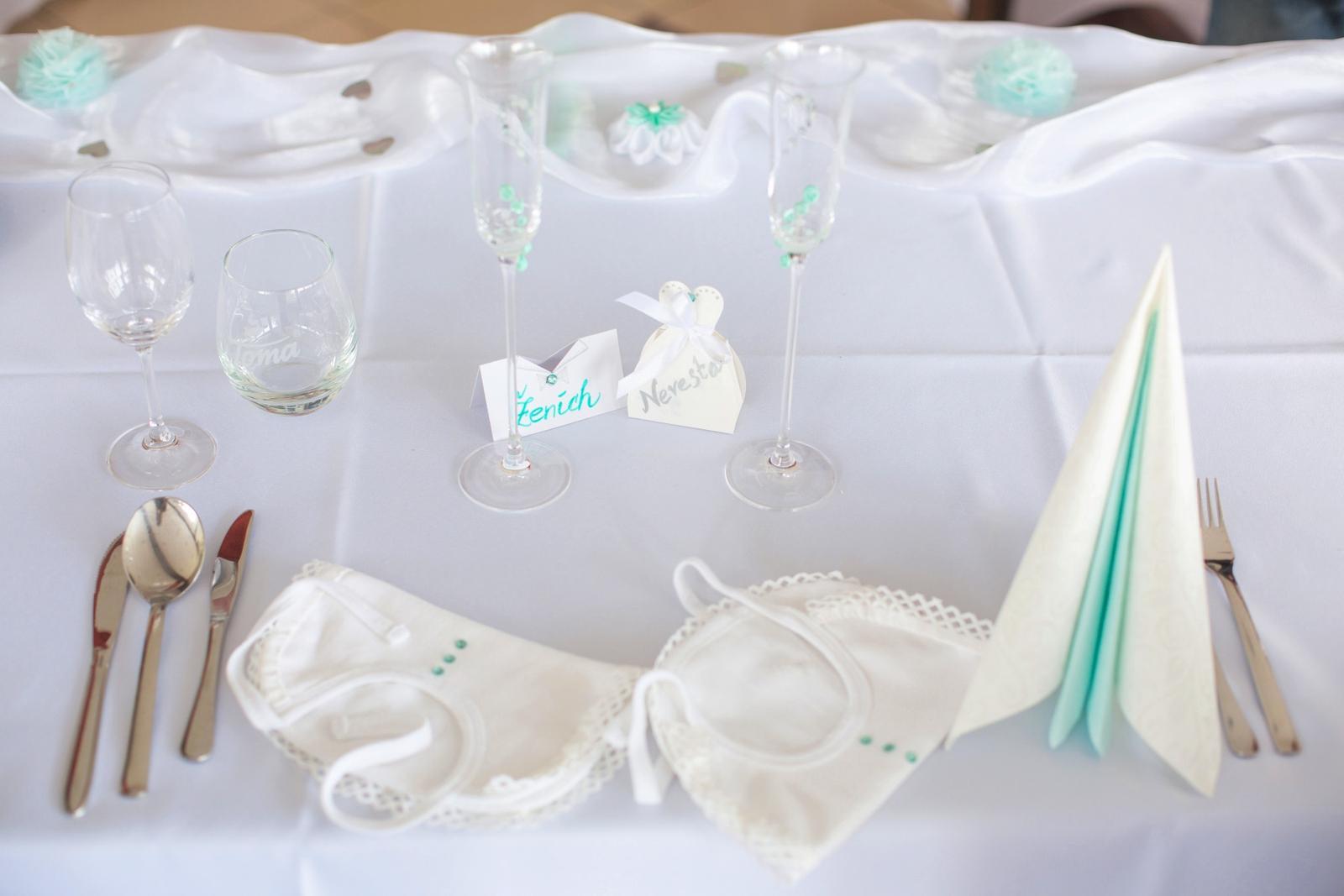 KATKA{{_AND_}} PEŤO Októbrová romanca - Hlavný stôl- pepermintová