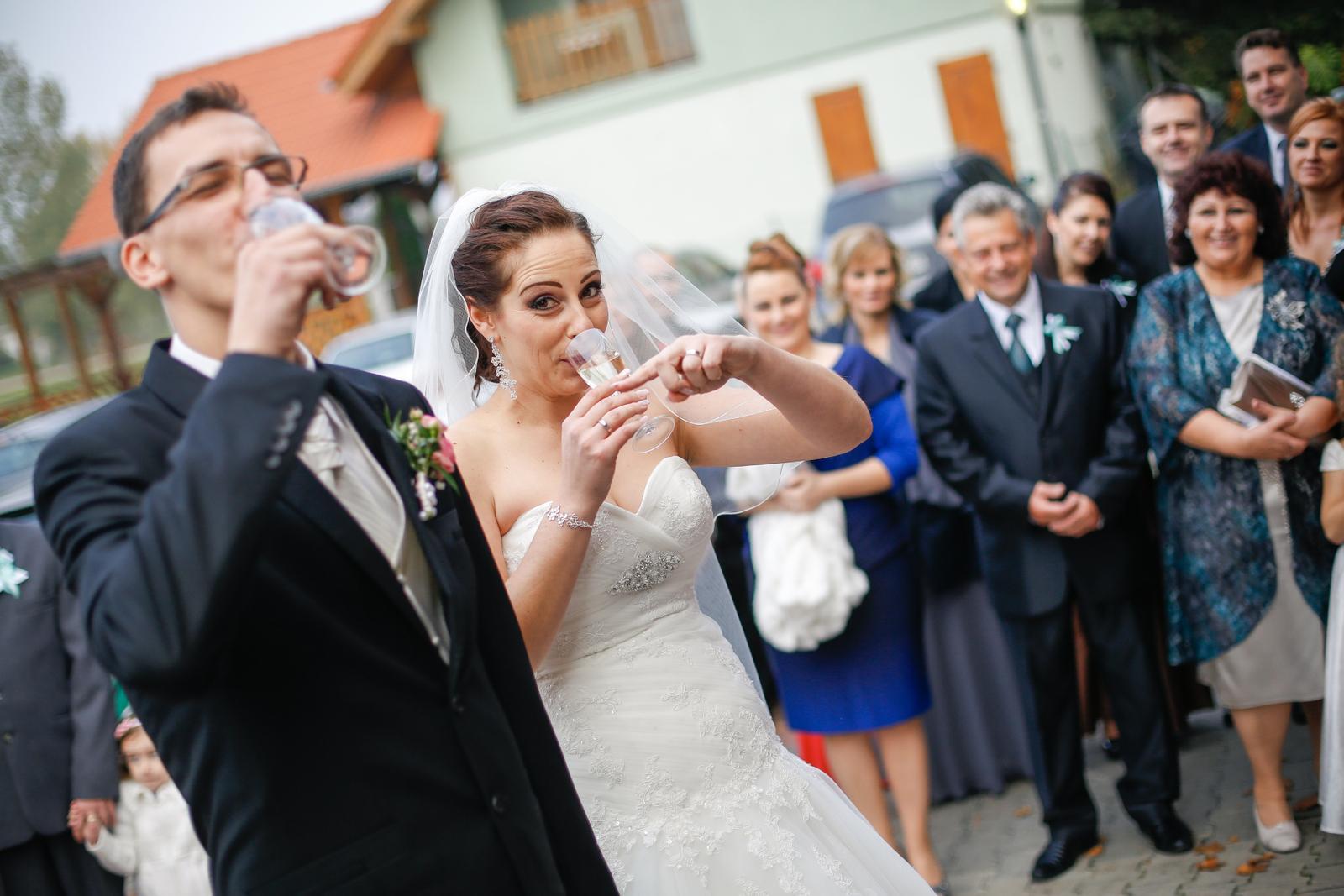 KATKA{{_AND_}} PEŤO Októbrová romanca - On má šampus...:(((