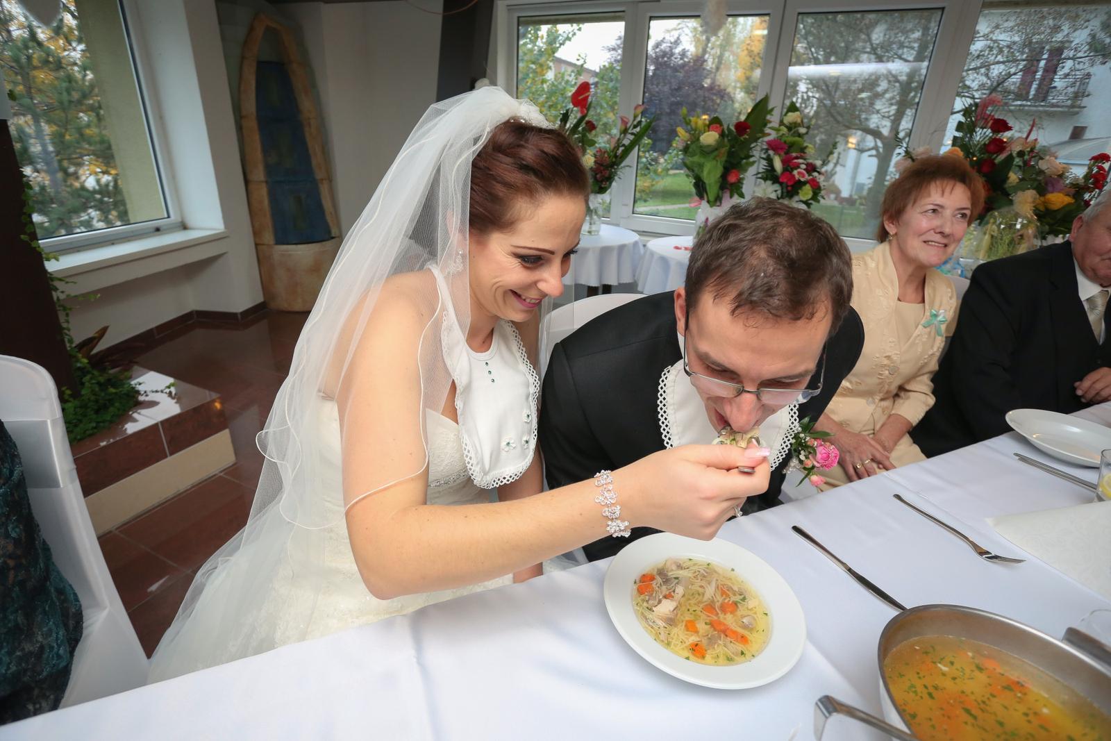 KATKA{{_AND_}} PEŤO Októbrová romanca - Na a jedz...