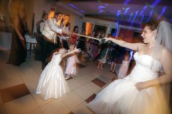 Metlový tanec sa najviac páčil deťom...