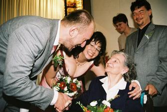 Babiččina gratulace - tuhle fotku mám moc ráda, je z ní štěstí přímo hmatatelné :-)