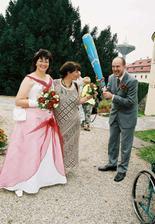 Svatební dar od kamarádky a bitka novopečené tchýně a zetě :-)
