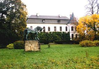 A tady bude obřad-zámecký park Slatiňany