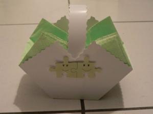 Tak a tohle jsou naše košíčky na koláčky:-) to vystřihování puzzlíků bylo ale úmorný:-)