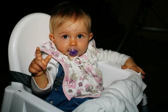 O děti taky nouze nebyla:-) Terezka (10 měsíců)