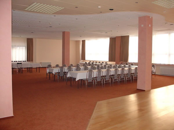 Maťko a Ivka:) 12.09.2009 - a tu(City Hotel Park Dolný Kubín)