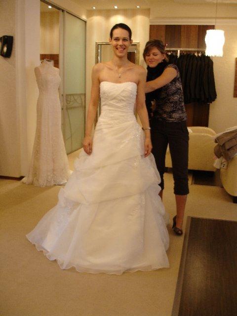 Maťko a Ivka:) 12.09.2009 - č.4 tiež jedny moje favoritky, ale mali moc velkú sukňu