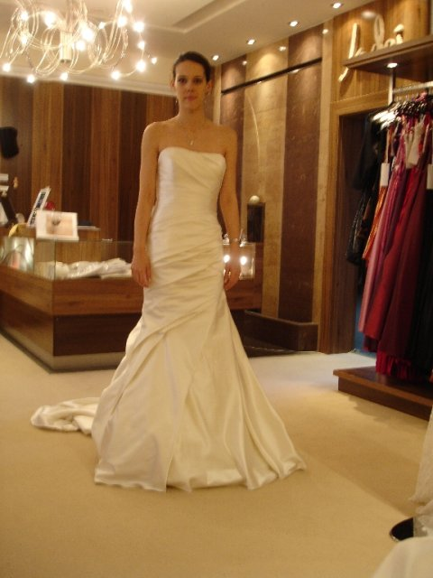 Maťko a Ivka:) 12.09.2009 - č.6nádherné šaty, ale žial nie pre mňa, to by bolo pre takú zrelšiu žienku