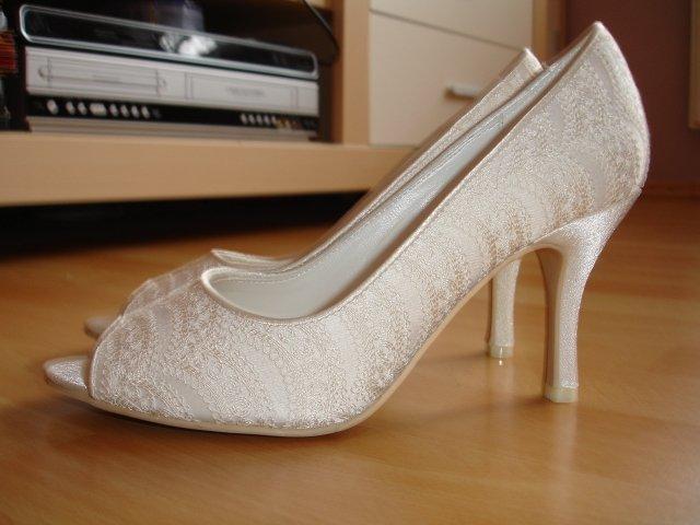 Maťko a Ivka:) 12.09.2009 - topánočky