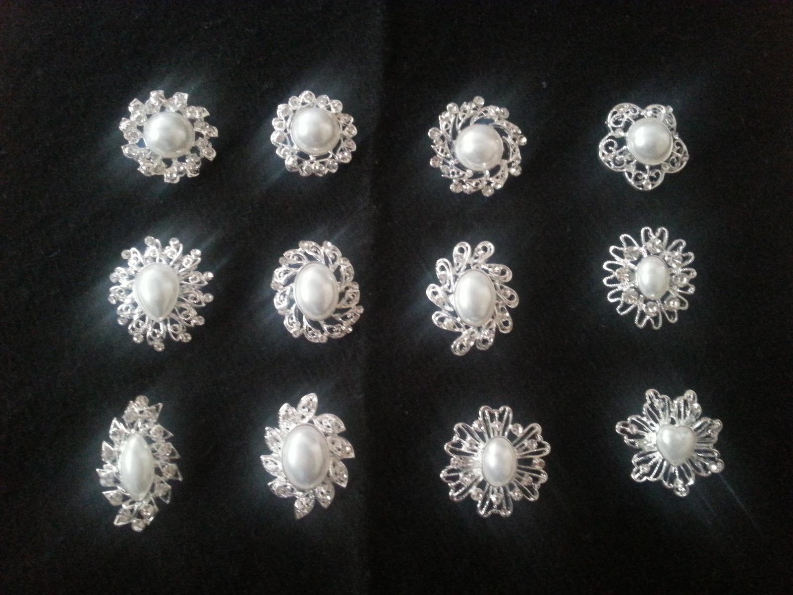Štrasová brošňa s perlou - sada 12 kusov - Obrázok č. 1