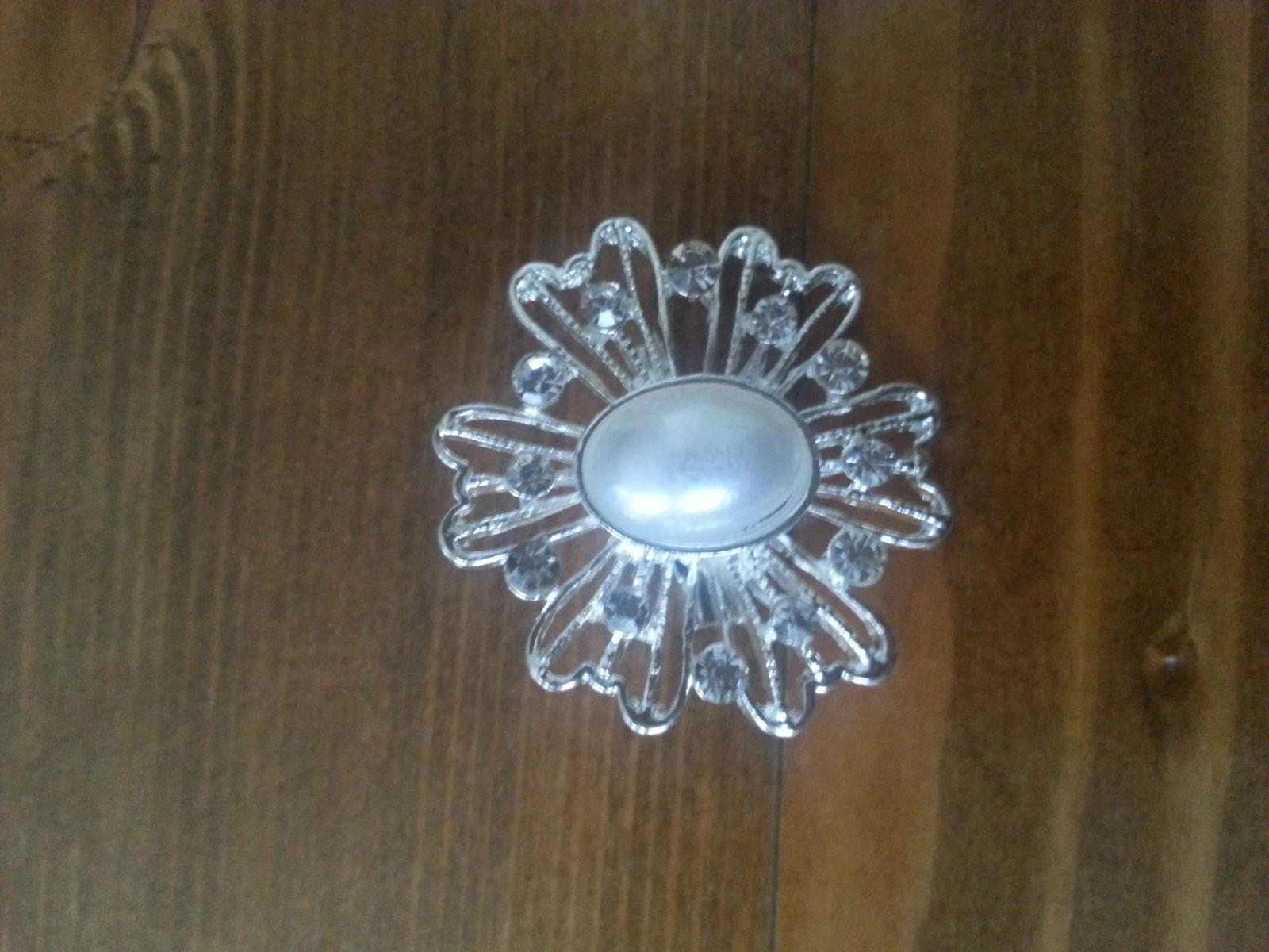 Štrasová brošňa s perlou - sada 12 kusov - Obrázok č. 3