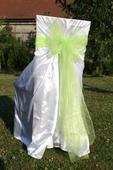 Svatební potahy se zelenou mašlí,