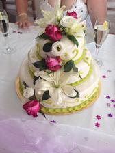 náš dortík..jen měl být původně fialový :D