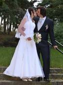 Krajkové svatební šaty se závojem a spodničkou, 38