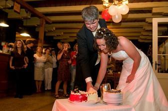 Daniel Dancevsky - krajeni naseho symbolickeho dortu
