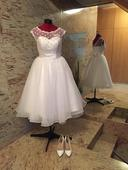 Retro svatební šaty s puntíky a krajkou, 36