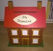 Dřevěná truhla na obálky ve tvaru domu,