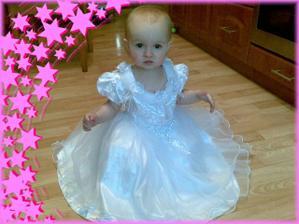 Další.....Nejměnší družička :-) moje dceruška Amálka (omluvte foto alá mobil)