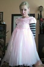 :-D :-D Moje svědkyně Romanka. Nacpala se do šatů pro družičky :-D :-D