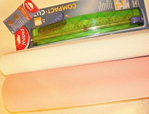 na jmenovky a oznamka :-) 4x34,- vlnitý karton 50x70cm, 263,- řezačka, 87,- náhradní břity. Papírnictví v NJ