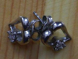 tohle jsou zásnubní naúšničky, dostala jsem je místo prstýnku...nádhera:o)
