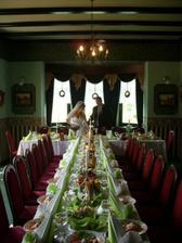takhle vypadal svatební stůl...