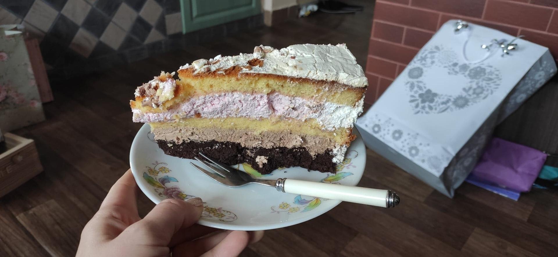 Veru   {{_AND_}} Pepa - Svatební dort jsme ochutnali až druhý den doma, na svatbě jsme to nestihli :D