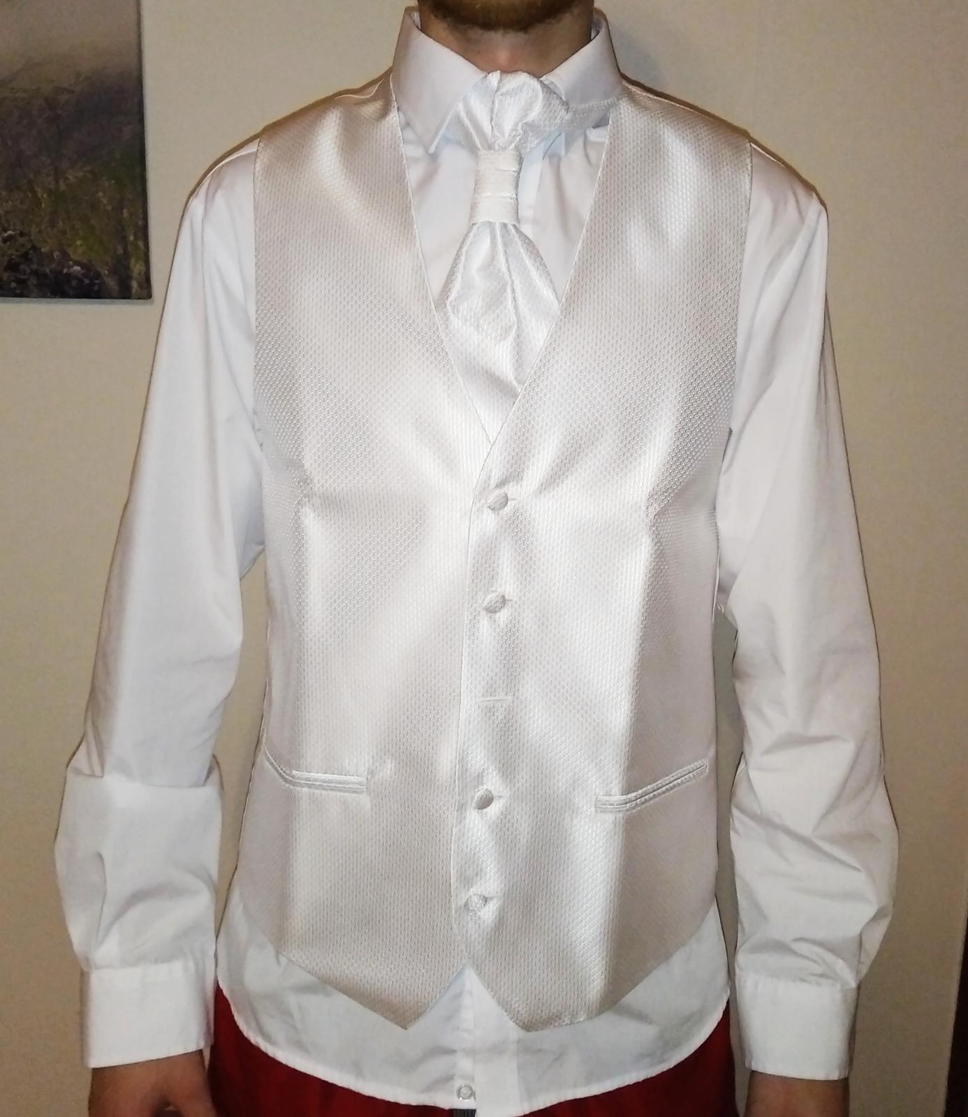 Svadobná vesta, motýlik, kravata, vreckovka - Obrázok č. 1