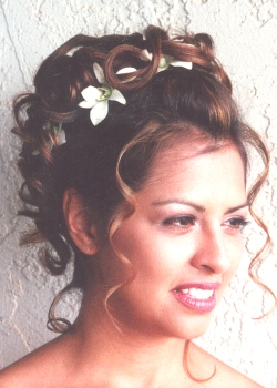 Moje sny o svadbe,inspiracia - pekny uces, dufam ze az sa budem vydavat budem mat dlhe vlasy :)