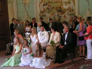společná fotečka, polovina svatebčanů zdrhla:0)))