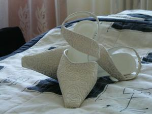 Moje svadobné topánky. Už ich mám doma. :-)))