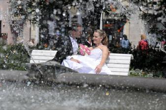 ...pri fontáne...