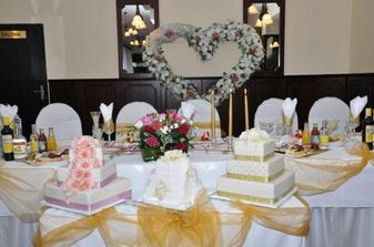 nadherná kvetinová výzdoba i na tortách :)