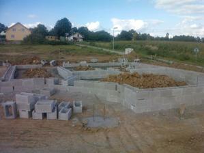 5. a 6. den stavby - stavba šalovacích tvárnic