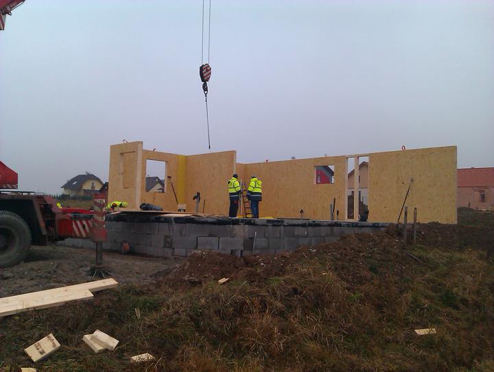 Naše dřevostavba - malá, ale milá :) - 1. den stavby