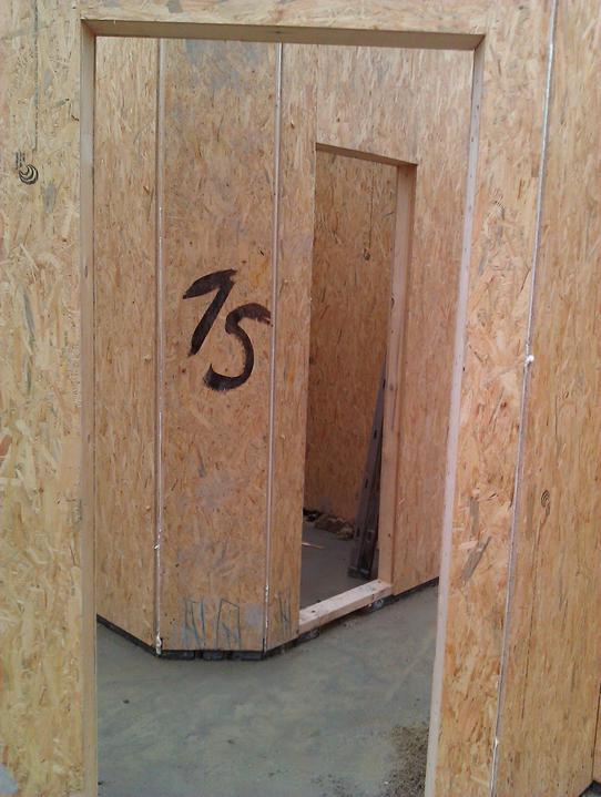 Naše dřevostavba - malá, ale milá :) - pohled z ložnice na wc