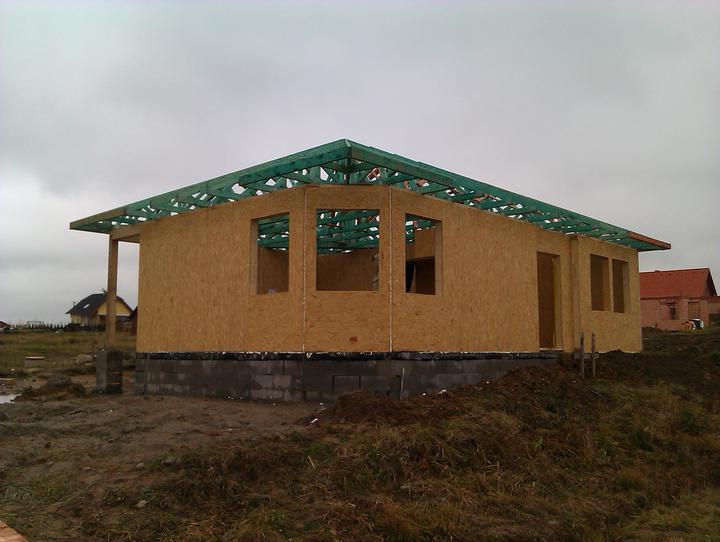 Naše dřevostavba - malá, ale milá :) - 3. a 4. den stavby