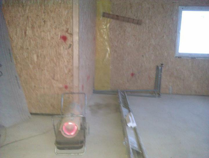 Naše dřevostavba - malá, ale milá :) - topíííme!